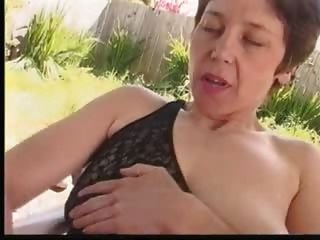 Masturbates melenudos peludos en jardín