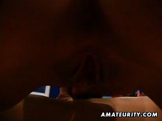 Adolescente caliente amateur chupa y folla con corrida facial