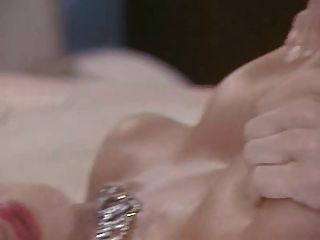 Joven de sarah muestra su culo sexy