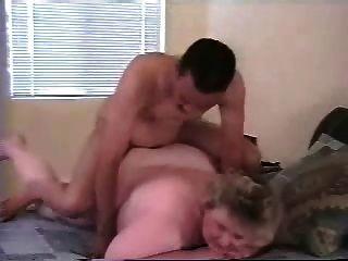 Mi gorda esposa matura follada por el toro negro más joven