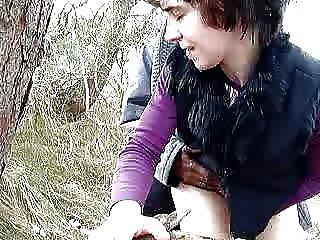 Mujerzuela alemana en el bosque