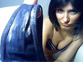 Nena lamiendo su panty sucia