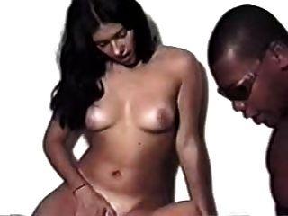 Morena y rubia chica con negro guy brasileño interracial
