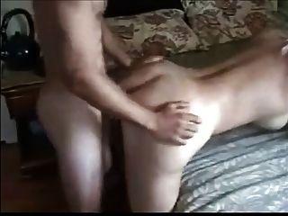 Magnífica rubia milf disfrutando anal con un niño más joven