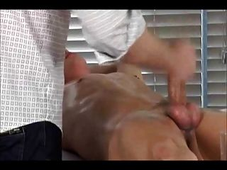 Bdsm gay boy obtiene handjob 3