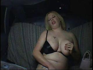 Cachonda gorda gordita chica de fiesta masturbándose en taxi, p2