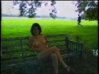 Sexy british lady al aire libre