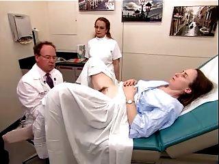 Un video de examen real de una mujer madura peluda 2