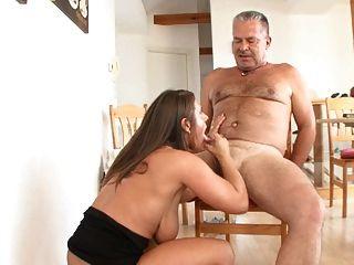 Milf treibt alten mann en den wahnsinn