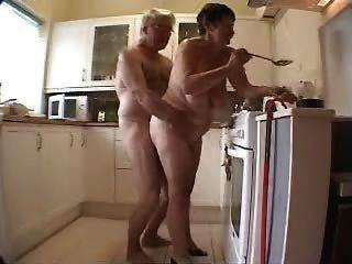 Viejo, pareja, teniendo, diversión, cocina
