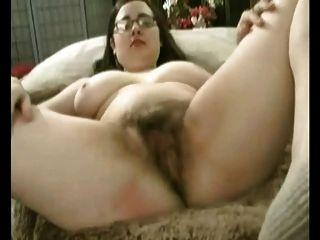 Gorda gordita gf con grandes tetas masturbándose su coño peludo