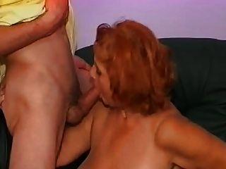 Mujer madura tiene una gran experiencia con sus dos sobrinos