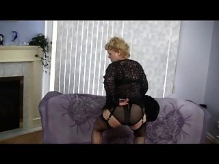 Tiras de abuelita y bailes en medias de nylon