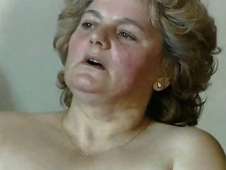 Chubby rubia abuelita con el coño peludo