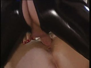 Exceso en gold.pt1.Latex fisting y fucking