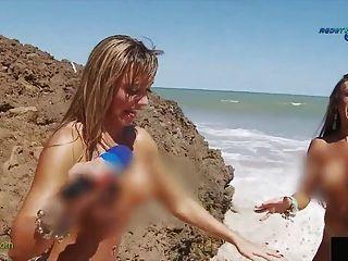 Divertido informe sobre la playa nudista brasileña