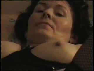 Amateur maduro se masturba hasta el orgasmo!