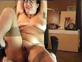 Peludo madura dama mostrar en la cámara