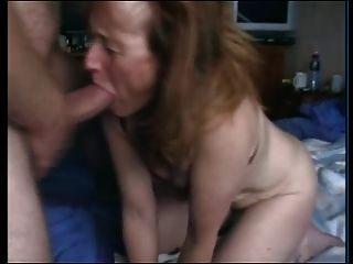 La abuelita chupa la polla y las mordazas