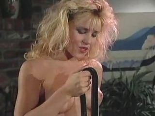 Nina h seduce a una chica más joven ... vintage f70