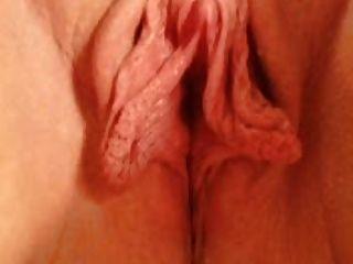 Clítoris y labios gigantes