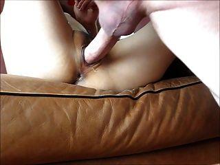 Cumming profundo dentro de su coño