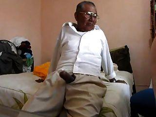 Viejo follando la grasa