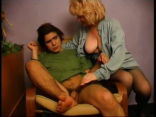 Masturbándose niño atrapado por milf