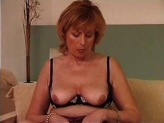 Abuelita utiliza un vibrador