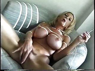 Sexy rubia milf fumando