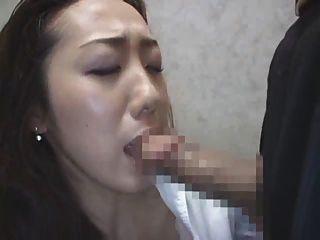 Dama japonesa en el ascensor 3
