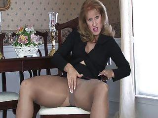 Sammi se masturba en pantyhose 090