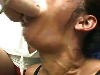 Fisting boca de lesbiana para el esclavo