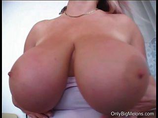 Laura orsolya grandes tetas jugar