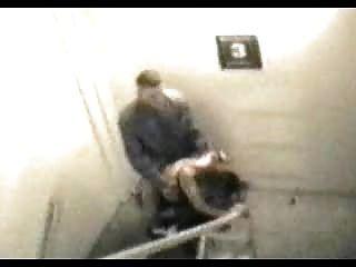 Sexo público atrapado en la cámara de seguridad 002