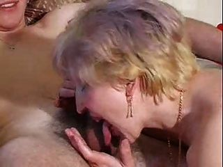 Milf extrae cariñosamente jóvenes cum