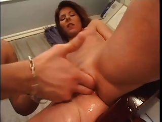 Sexy milf bebe vino y esperma!
