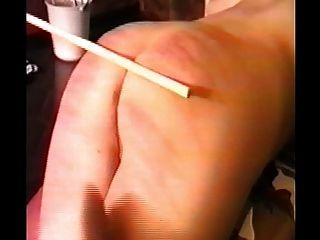 Mujer caned y luego follada con una correa en