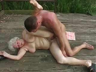 Abuelita con chico joven.por pornapocalypse