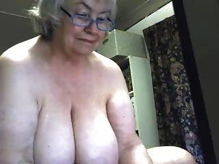 Una granny granny preciosa chorros