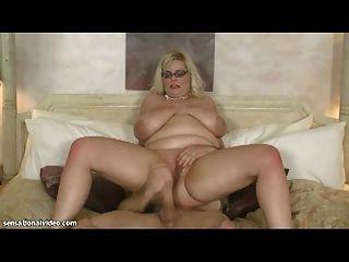 Sexy bbw milf toma enorme polla en su culo