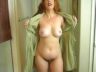 Mami expone su cuerpo para poder masturbarse