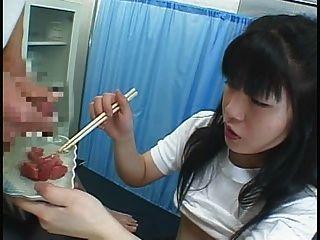 Comida japonesa chica come cummy algo