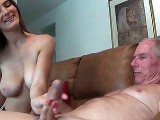 Chica no le da a su tío un trabajo de mano wf