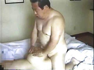 Hombre mayor japonés folla a su secretaria