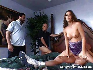 La esposa vive la fantasía: se atornilla!