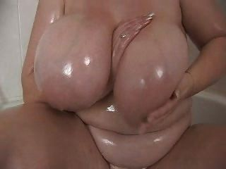 Grande bbw tit en la ducha