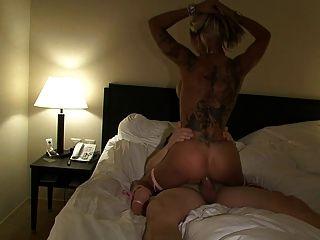 Sexy cora fickt ventilador auf der erotik messe