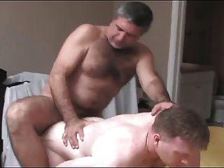 Dos padres follando
