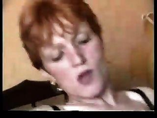 Redhead granny loves bbc en su culo